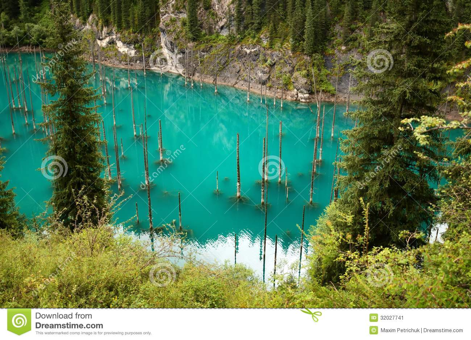 Lake kaindy in tien shan mountains kazakhstan