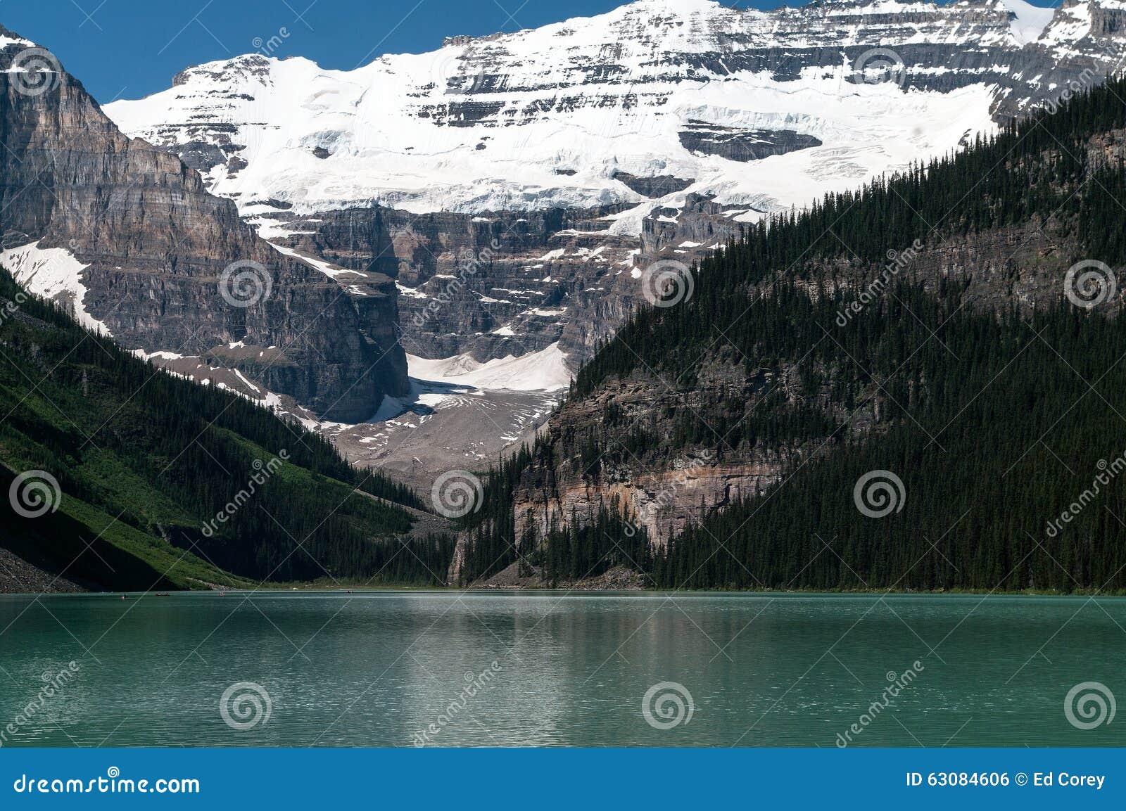 Download Lake Louise photo stock. Image du paisible, beau, montagnes - 63084606