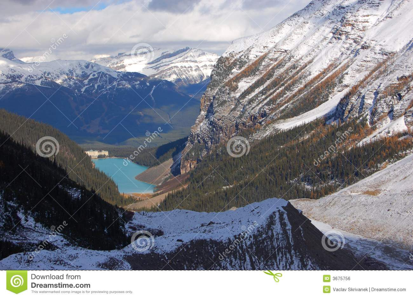 Download Lake Louise E Montagne Rocciose Canadesi Fotografia Stock - Immagine di lago, paesaggio: 3675756