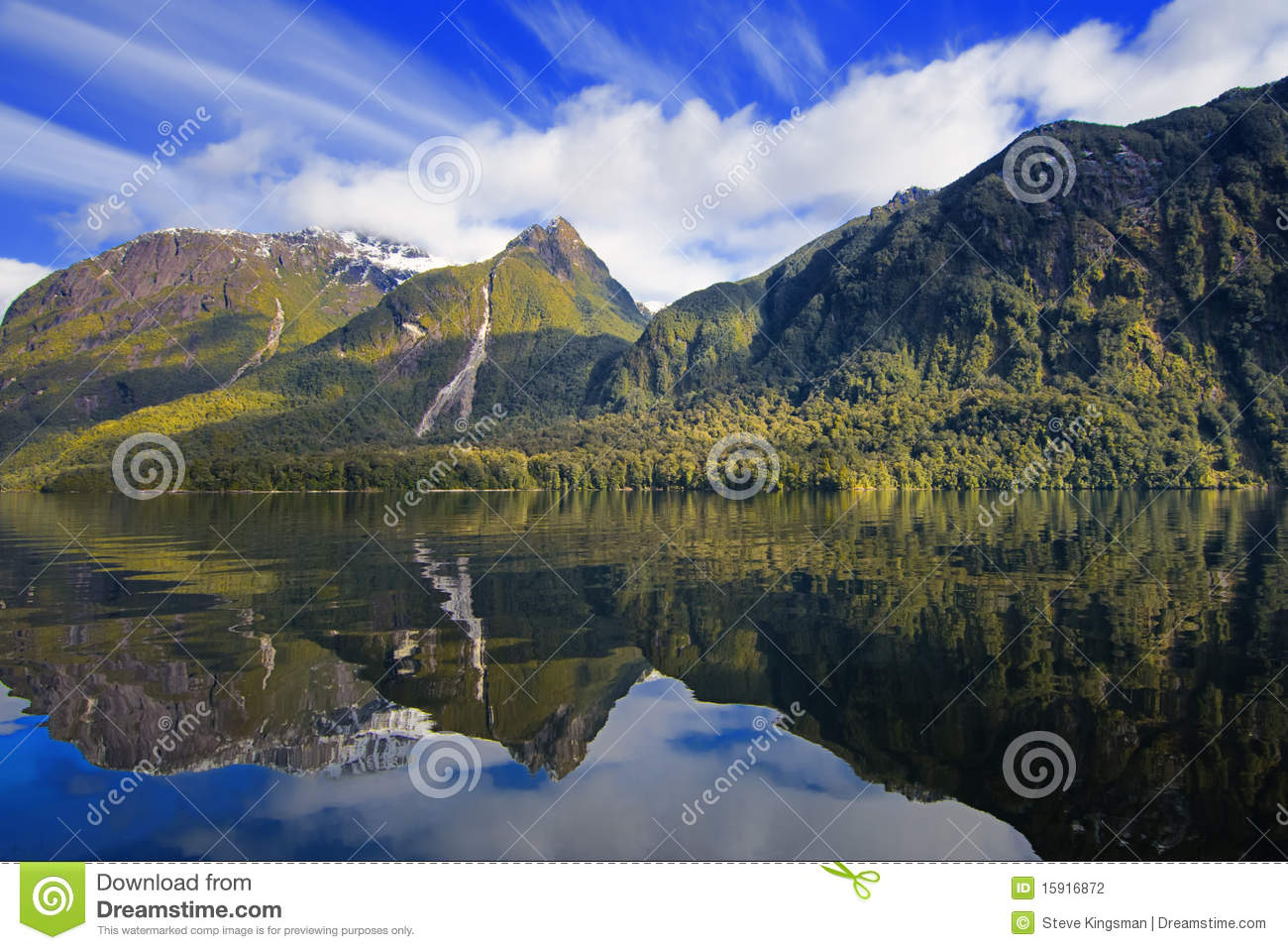 Manapouri New Zealand  city pictures gallery : Lake Manapouri in New Zealand.