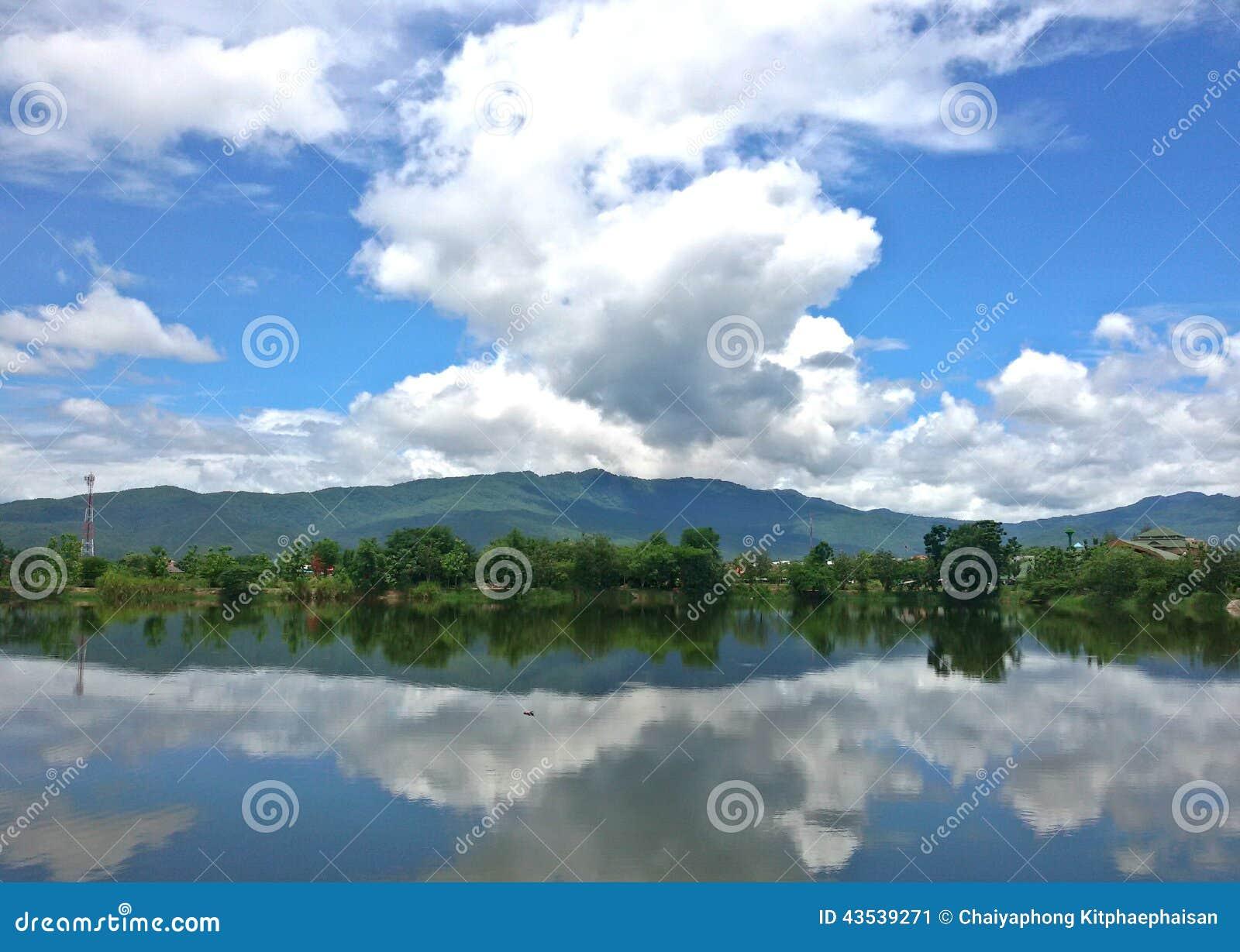 sky blue mountain reflection - photo #12