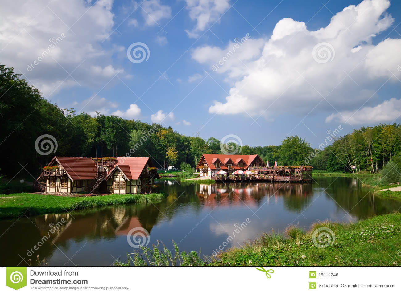 Lakeside Houses Royalty Free Stock Image - Image: 16012246