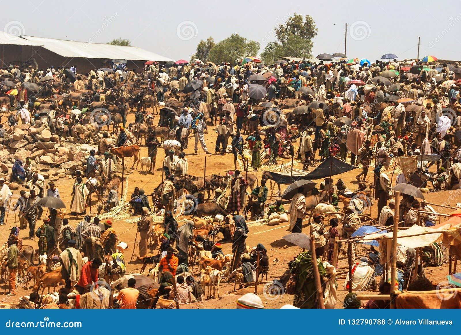 Lalibela, Ethiopië, 13 Juni 2009: Marktscène, niet geïdentificeerd p