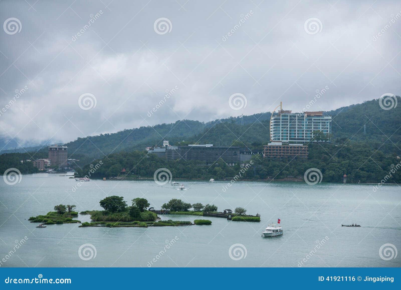 Lalu Sun Moon Lake en terminal de transbordadores de la isla del yate del condado de Nantou