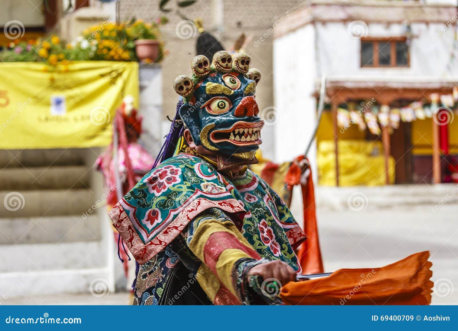 6327305e0 LAMAYURU, INDIA - SETEMBER 13, 2015: An unidentified buddhist lamas dressed  in mystical mask dancing Tsam mystery dance in time of Yuru Kabgyat Buddhist  ...