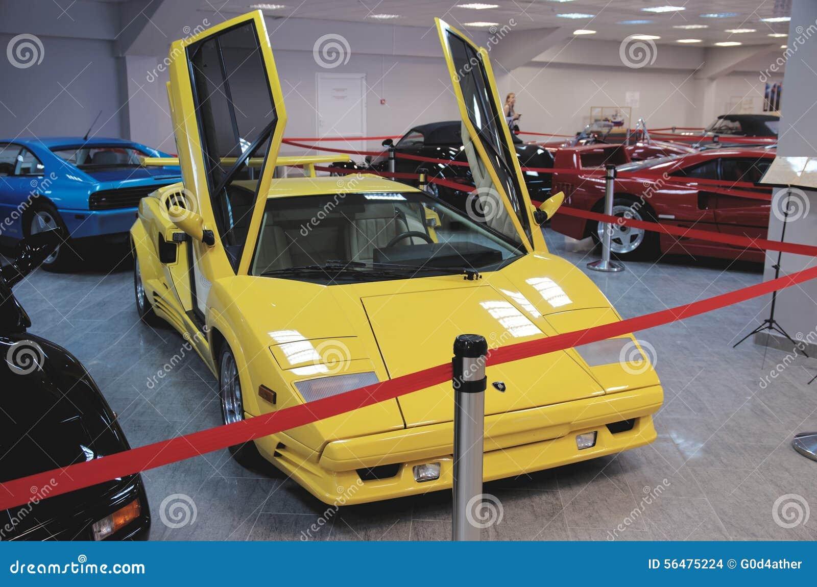 Lamborghini Countach avec les portes ouvertes de ciseaux