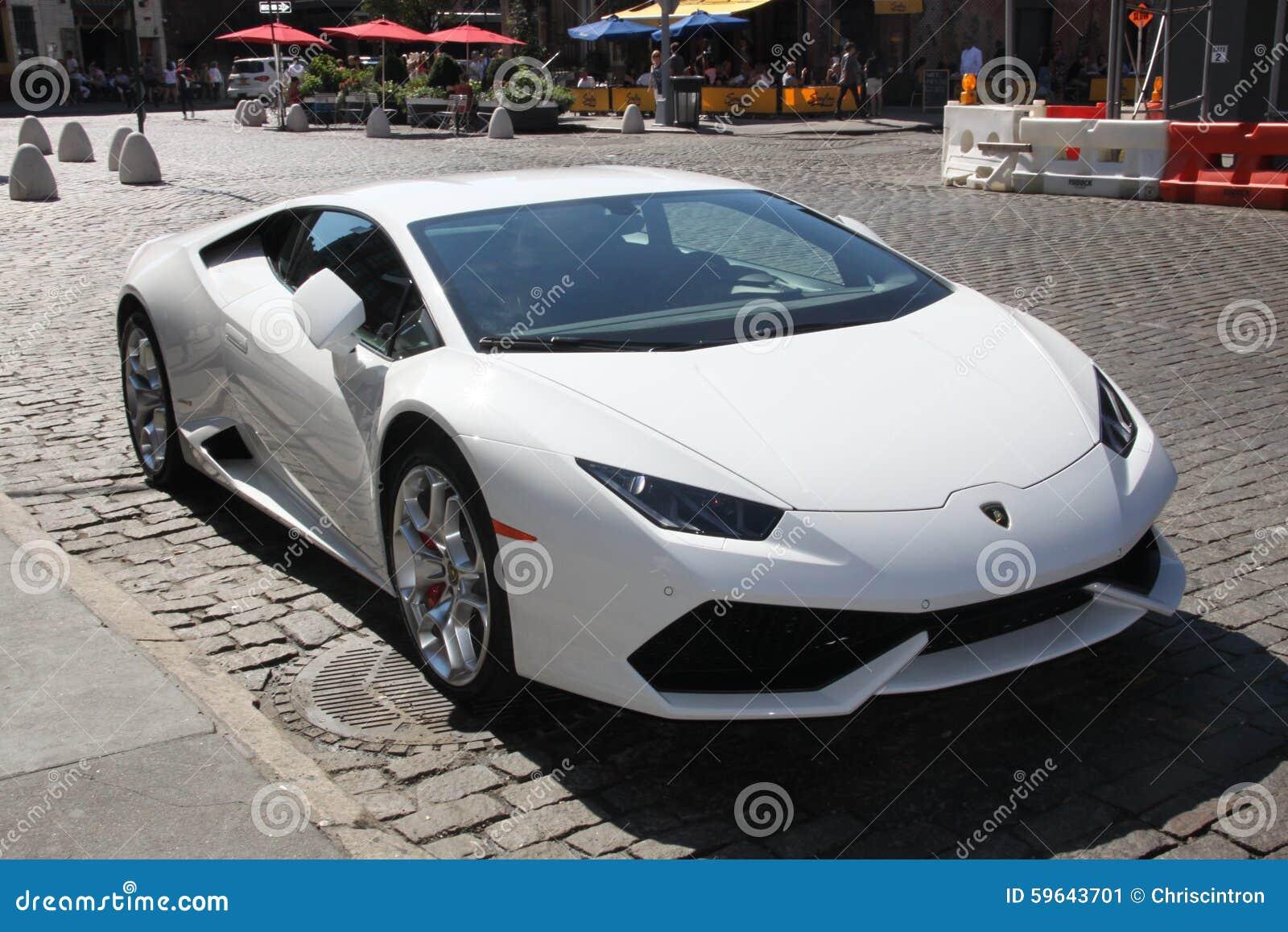 Lamborghini, Estacionado Na Rua De New York City
