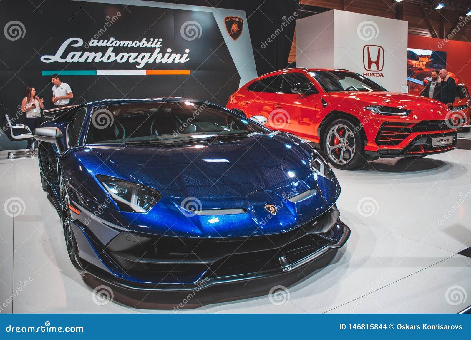 Lamborghini Urus e SVJ na feira automóvel