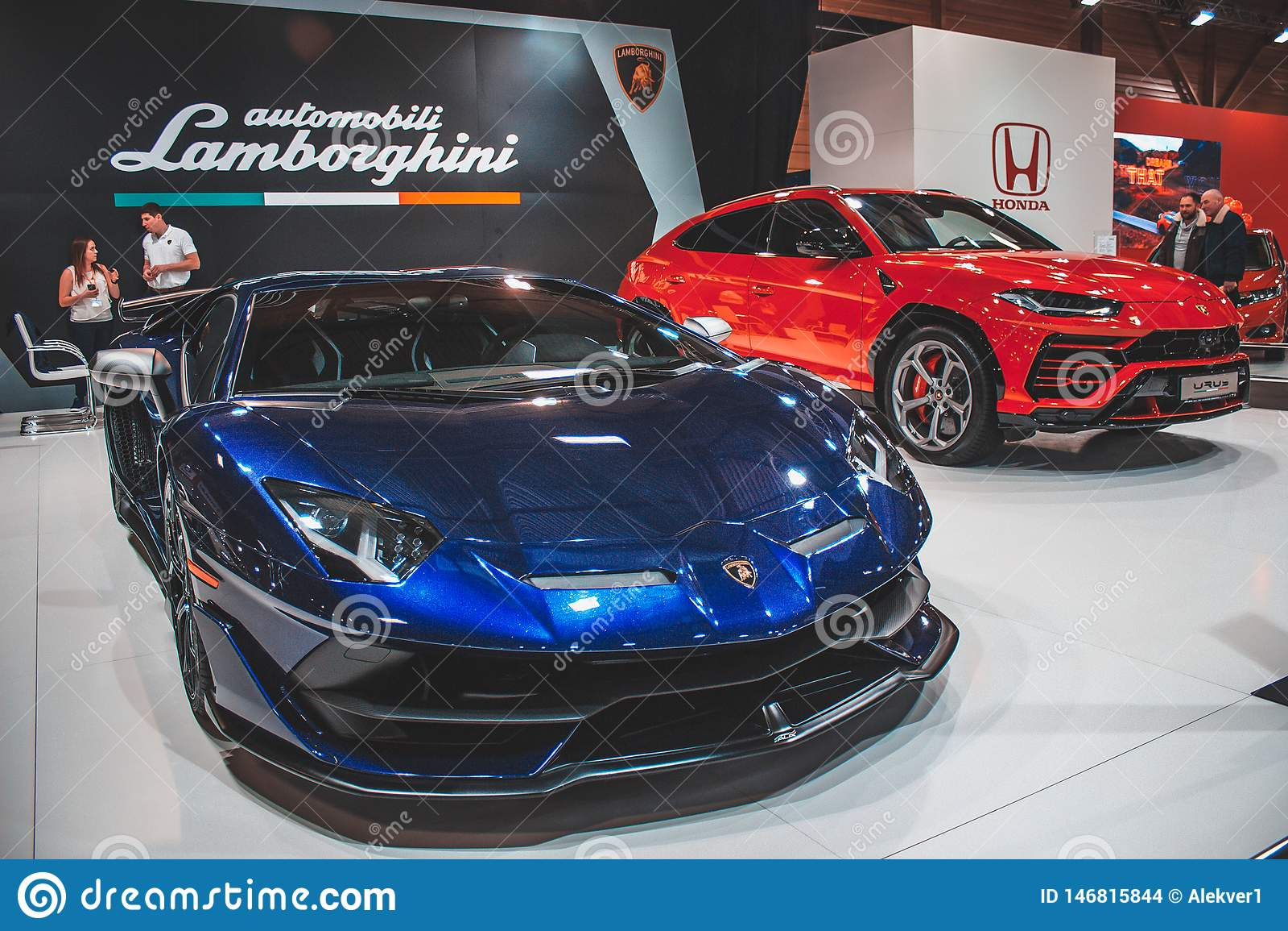 Lamborghini Urus och SVJ på bilshowen