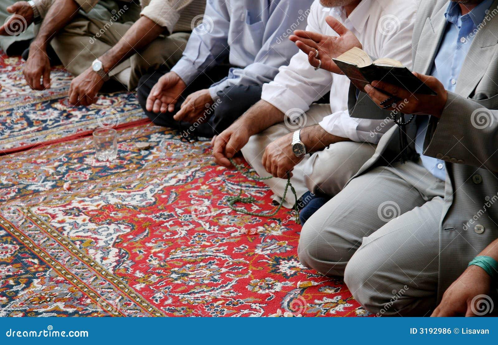 Lamentación de musulmanes en mezquita