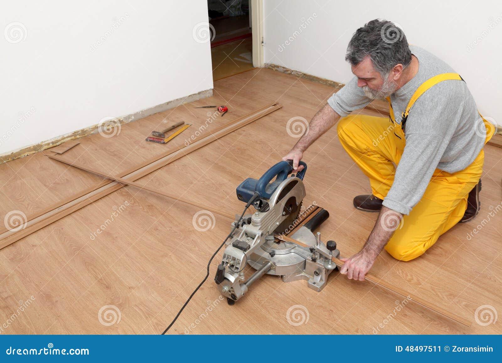 Laminatdurk av rum, planka som cuting