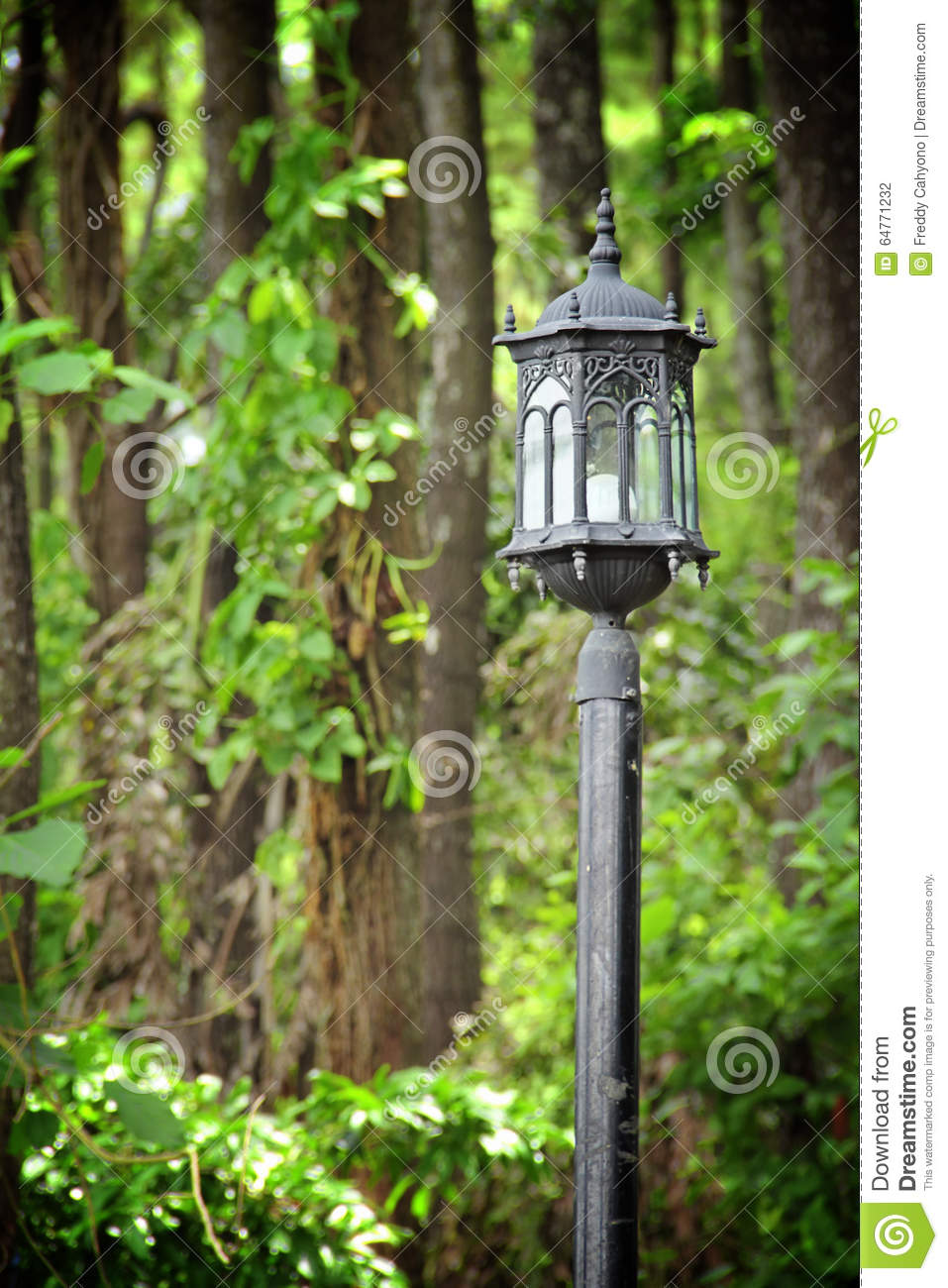 Home Traditional Foliage Lamppost