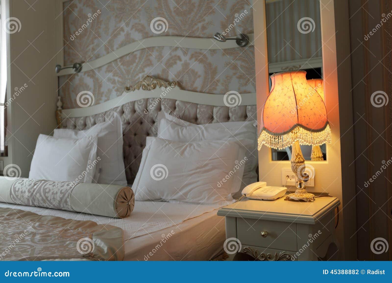 Lampa i sovrum arkivfoto   bild: 45388882