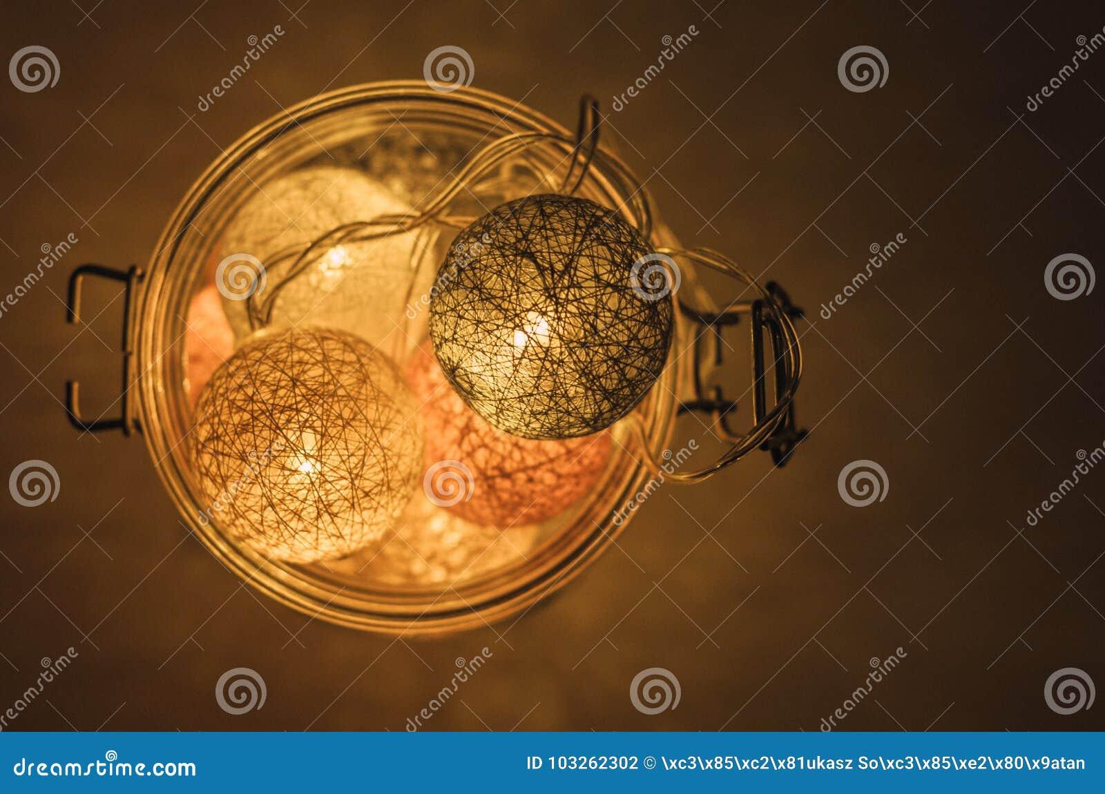 Lampada Barattolo Vetro : Lampada creativa fatta delle palle di cotone in barattolo di vetro