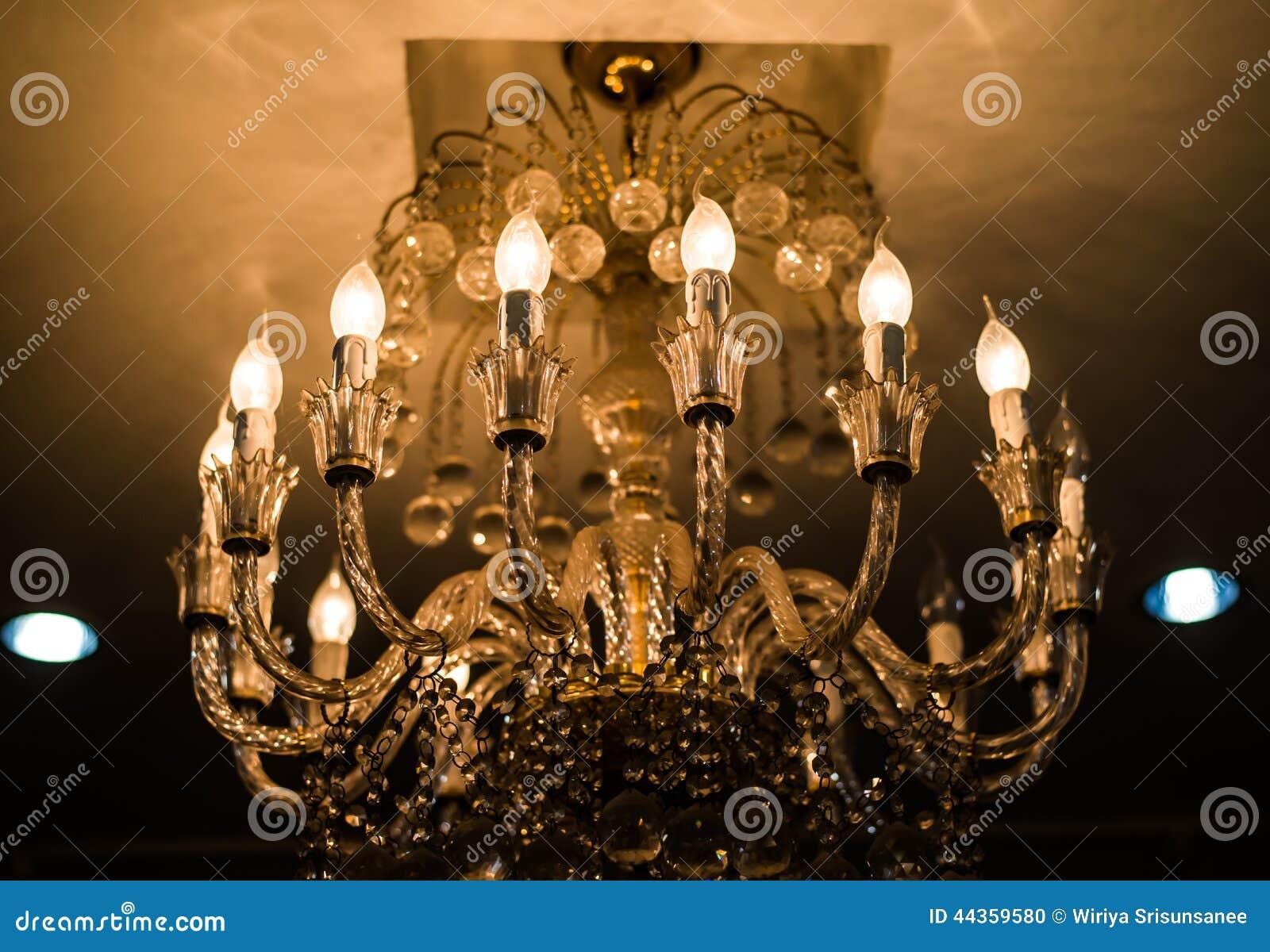 Lampada di cristallo elegante del soffitto