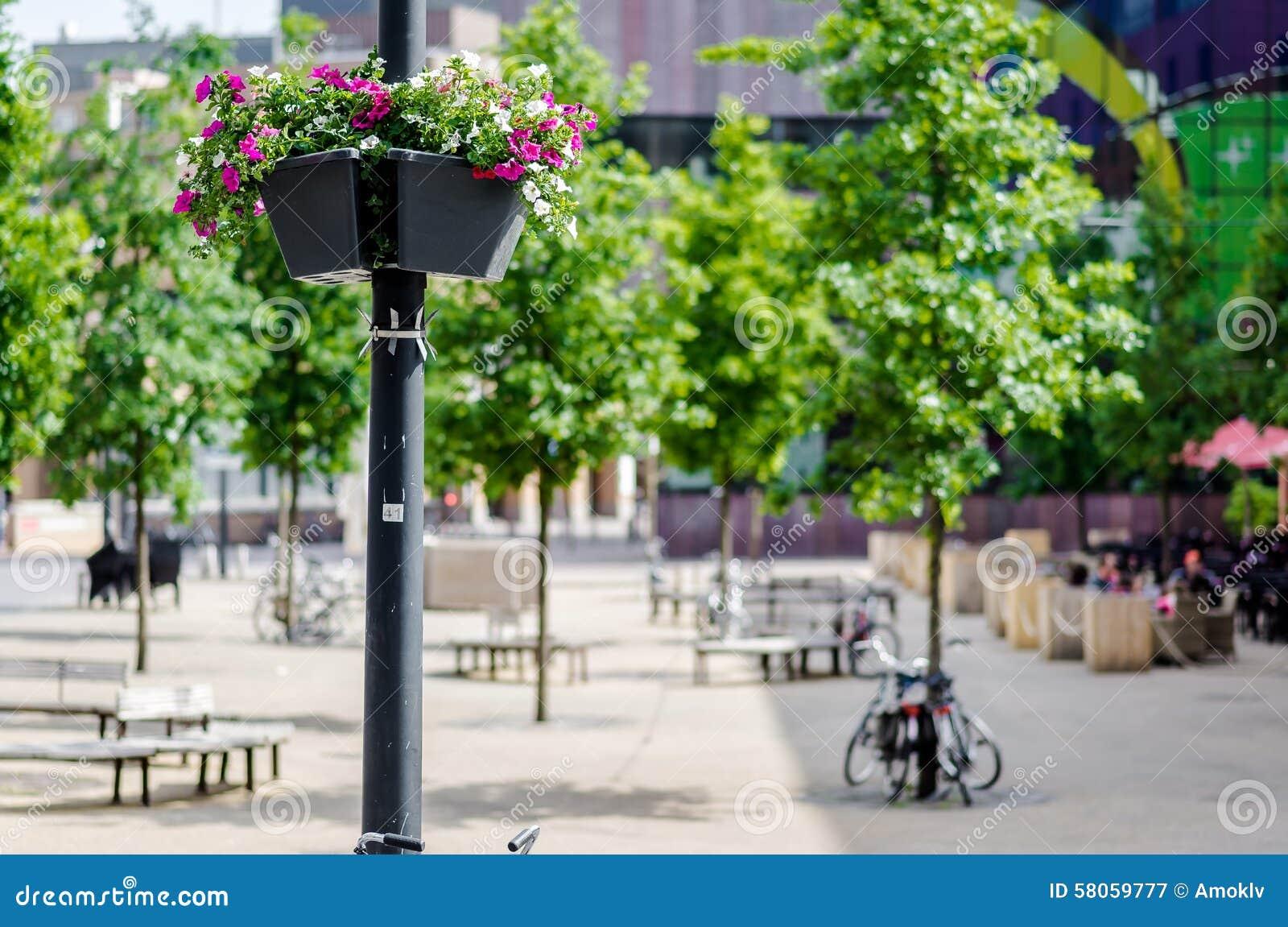 Lampade Con Fiori: Come montare una piantana tiffany. Come montare ...
