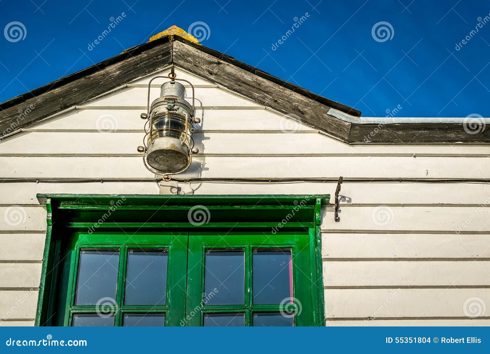 Lampada e costruzione di legno