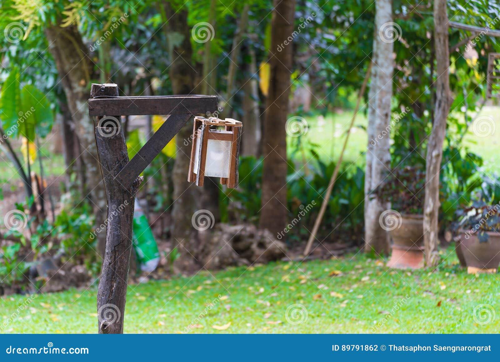 Lampade per esterno su palo illuminazione giardino a luci led da