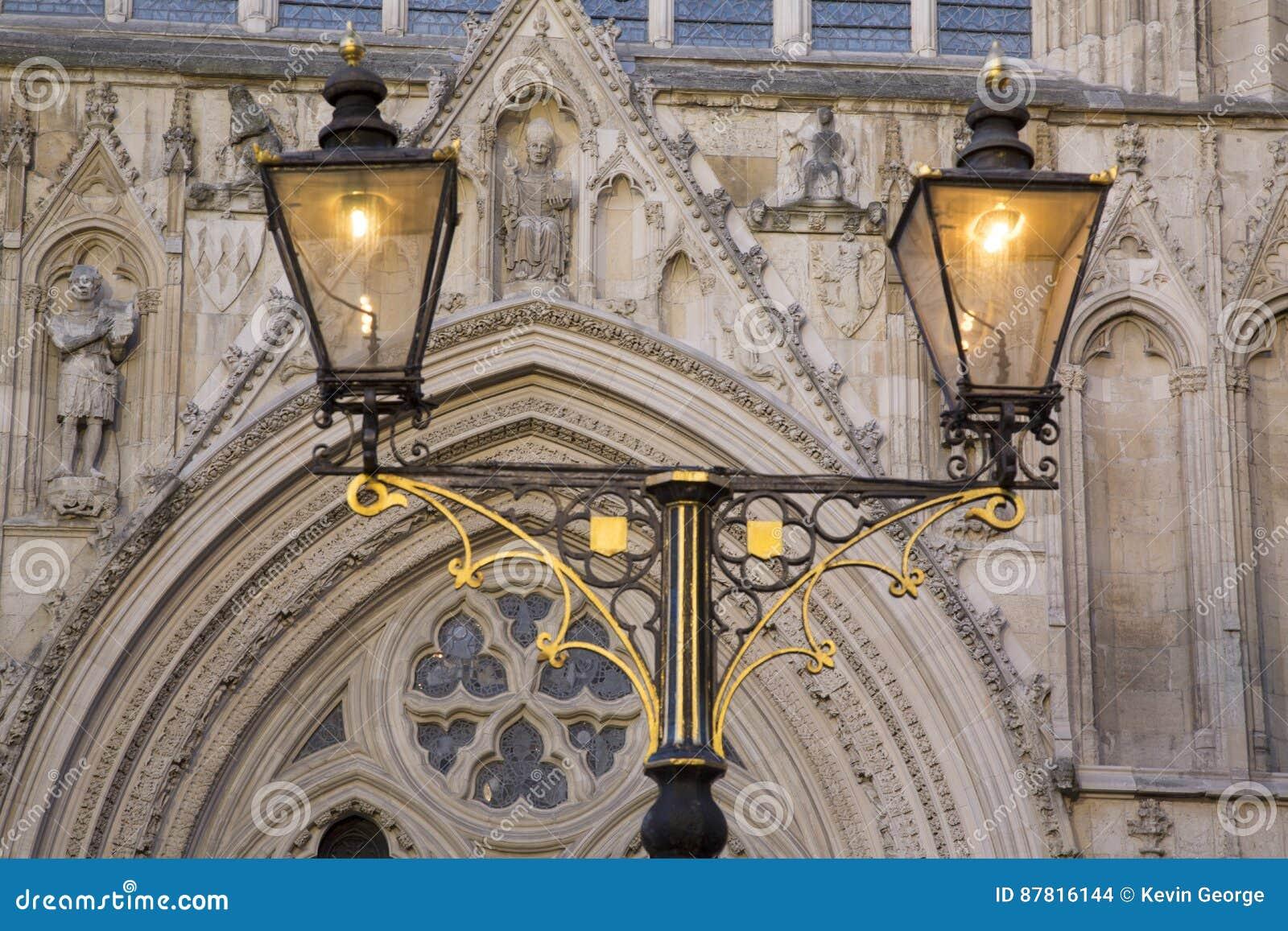 Lampadaire En Dehors D Eglise De Cathedrale De York Minster