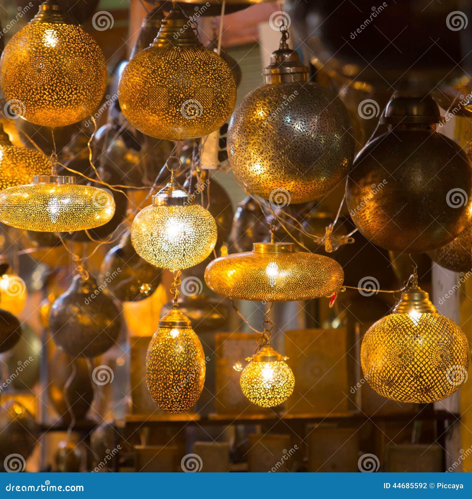 Lampade Delle Lanterne Del Metallo E Di Vetro Dal Marocco Fotografia Stock - Immagine: 44685592
