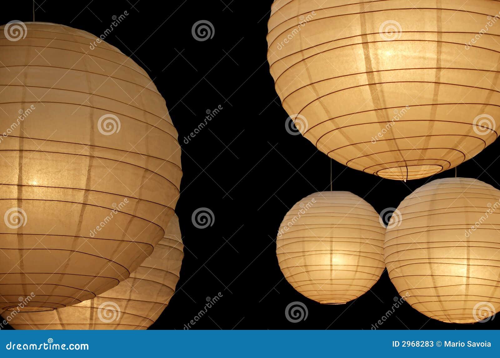 Come creare un lampadario di carta di riso fatto in casa lampadario