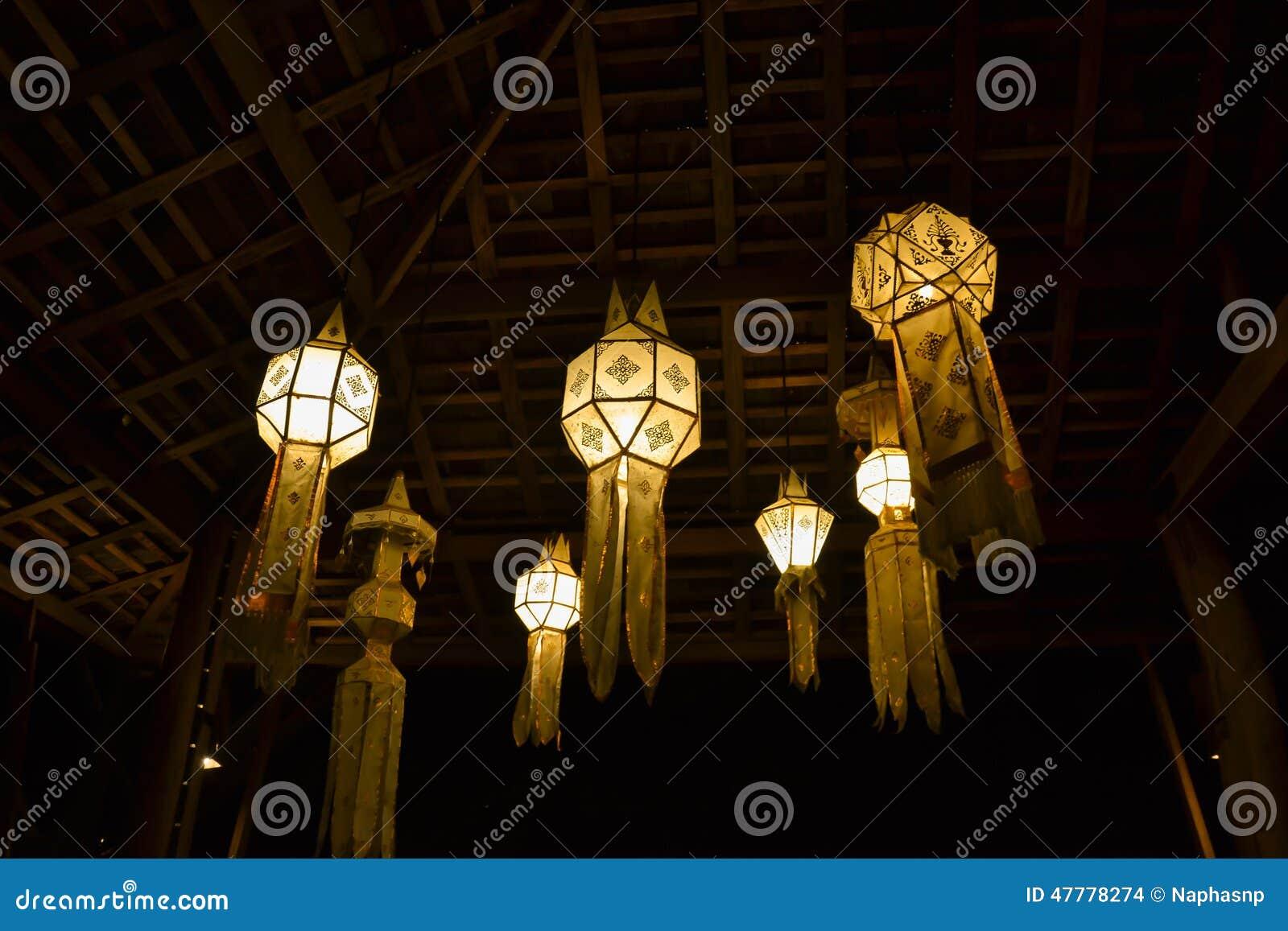 Lampade Da Tavolo Fatte A Mano: Da tavolo in ottone liberty con vetro tiffany realizzato a mano ...