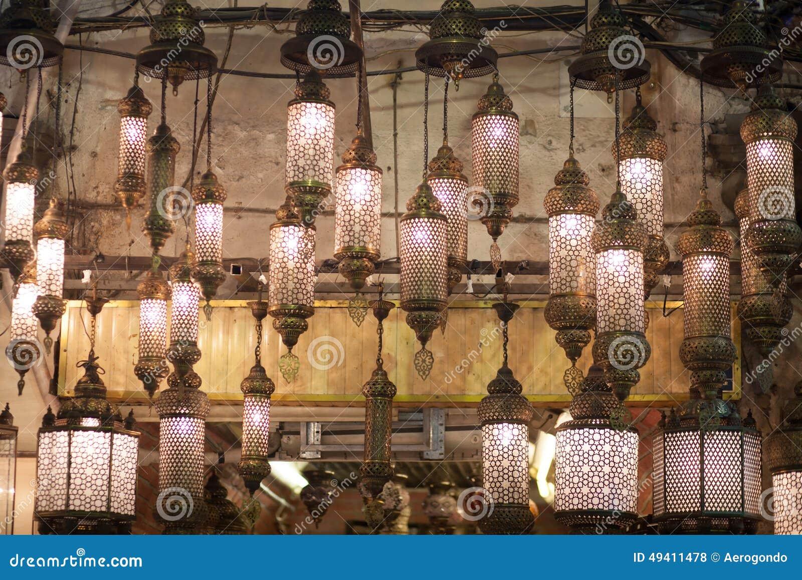 Lampade Orientali Che Appendono Al Mercato Fotografia Stock