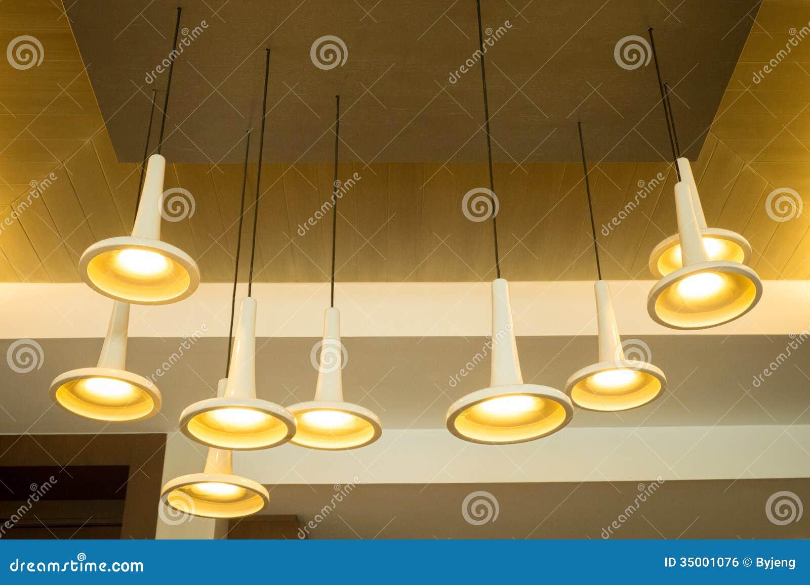 Lampade A Sospensione Moderne Immagine Stock Libera da Diritti ...