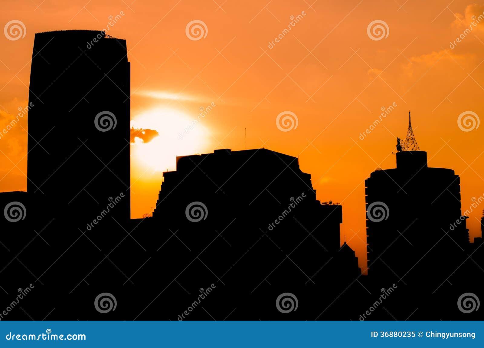 Download Lampadina Di Una Città Della Costruzione Immagine Stock - Immagine di alba, siluetta: 36880235