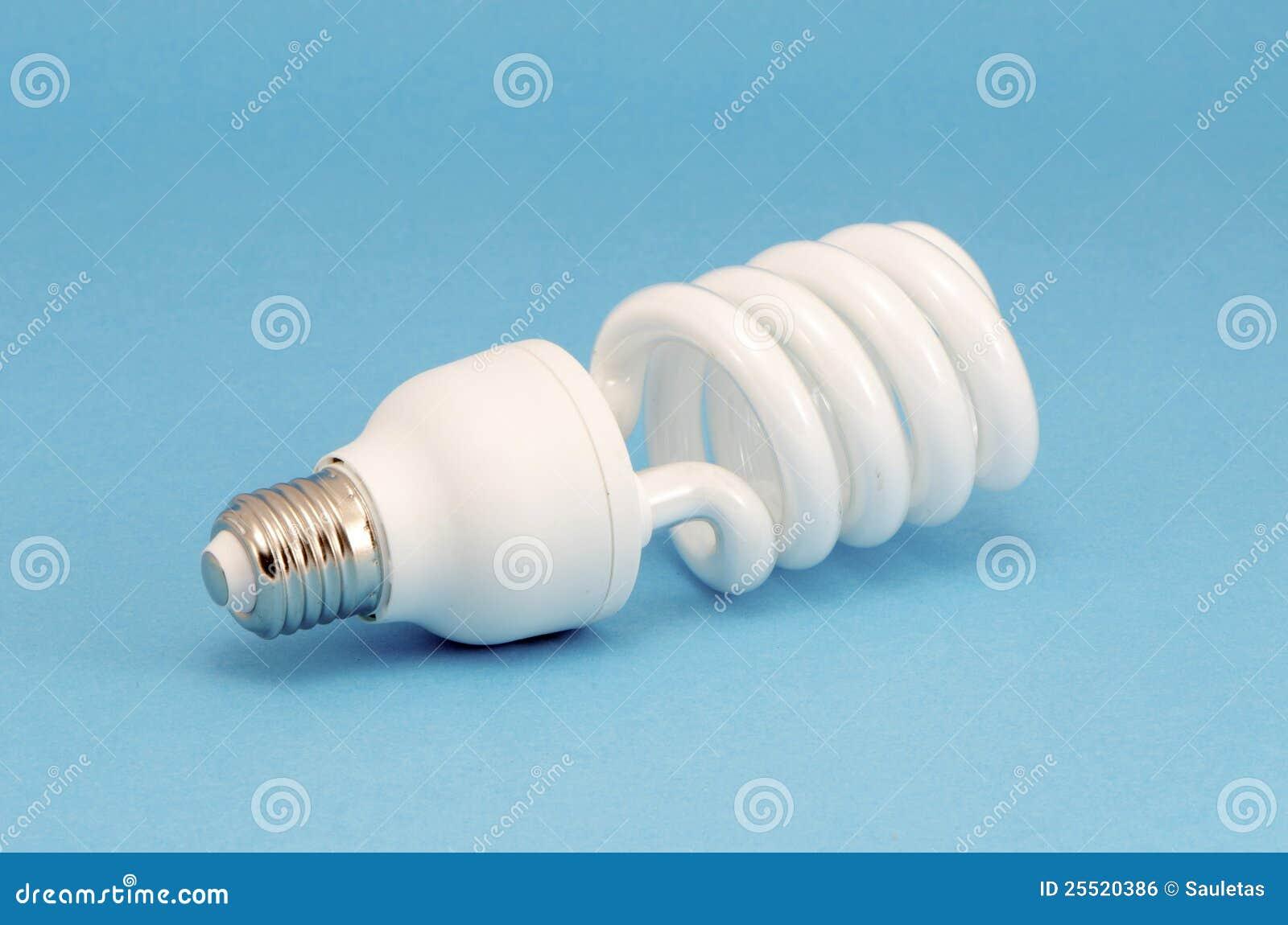 Lampadina fluorescente novella su priorità bassa blu