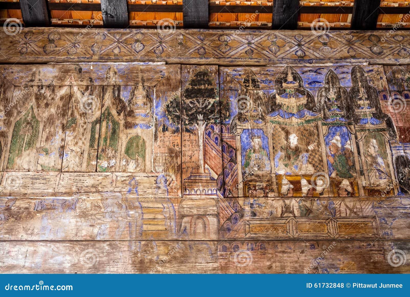 LAMPANG TAILANDIA 20 ottobre: Di legno murale tailandese a Wat Phra That Lampang Luang Provincia di Lampang il 20 ottobre 2015 in