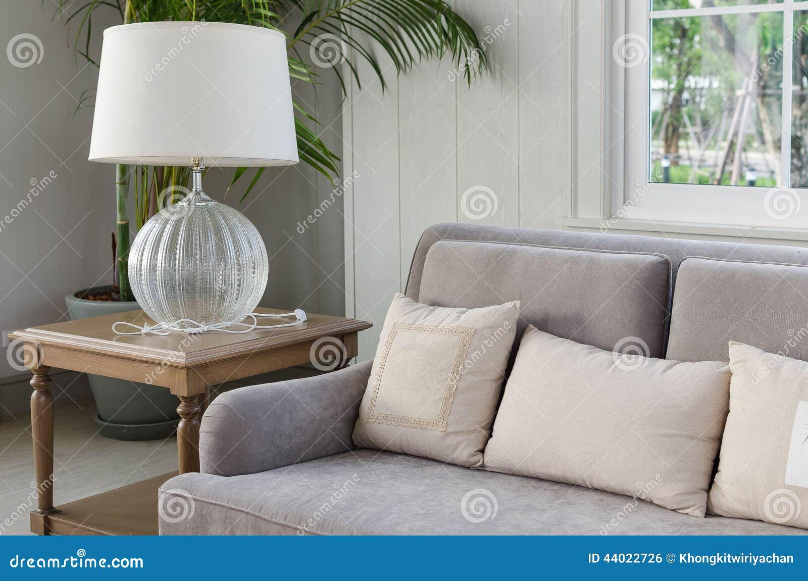 Lampe de bureau dans le salon photo stock image du agencement