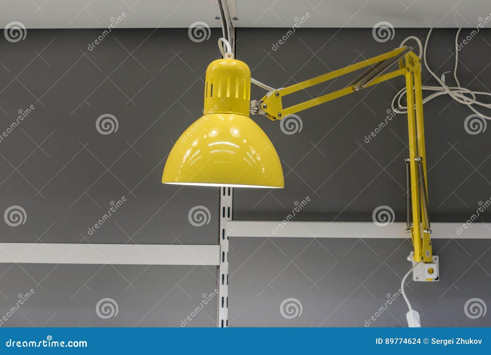 Lampe de bureau jaune photo stock image du lampe conception