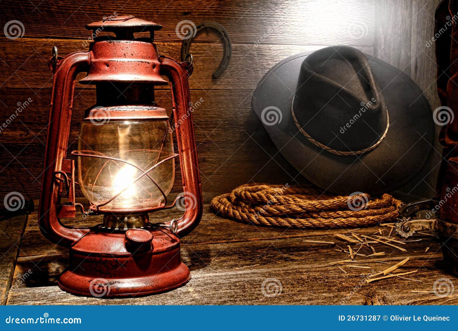 Lampe de kérosène dans la grange occidentale américaine de cowboy de rodéo