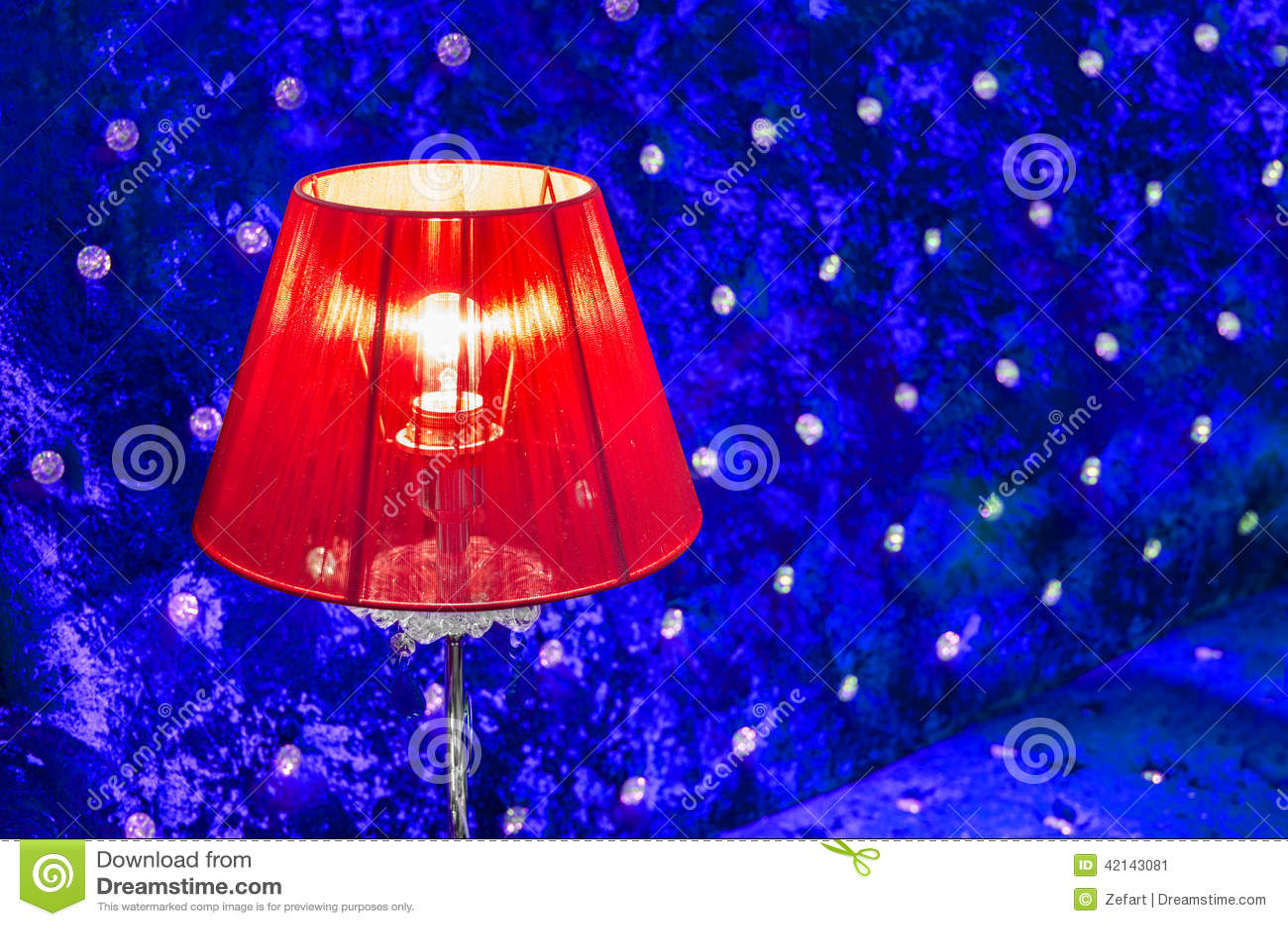 Lampe de table rouge vibrante moderne