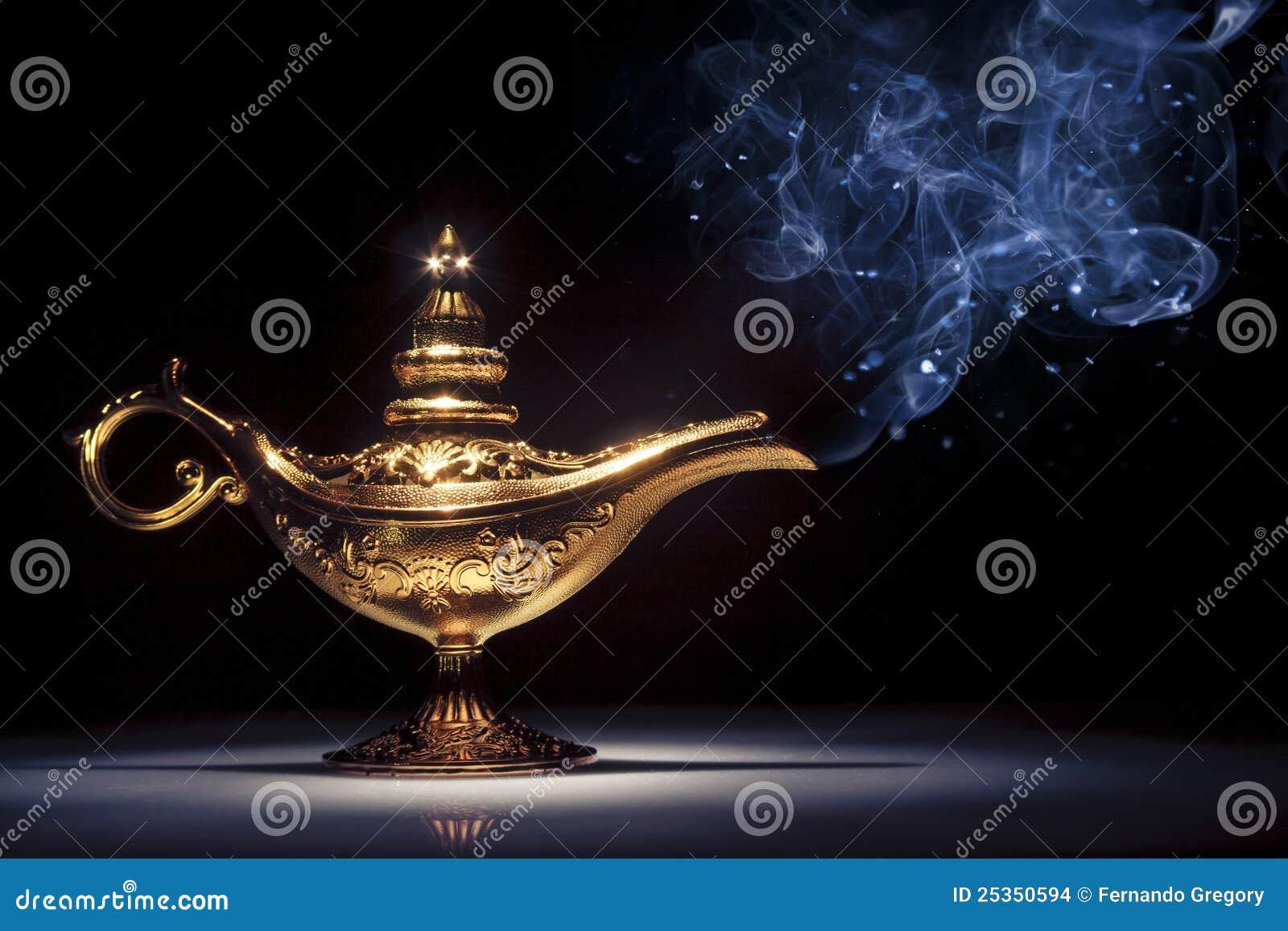Lampe du g nie d 39 aladdin magique sur le noir avec de la - Le singe d aladdin ...