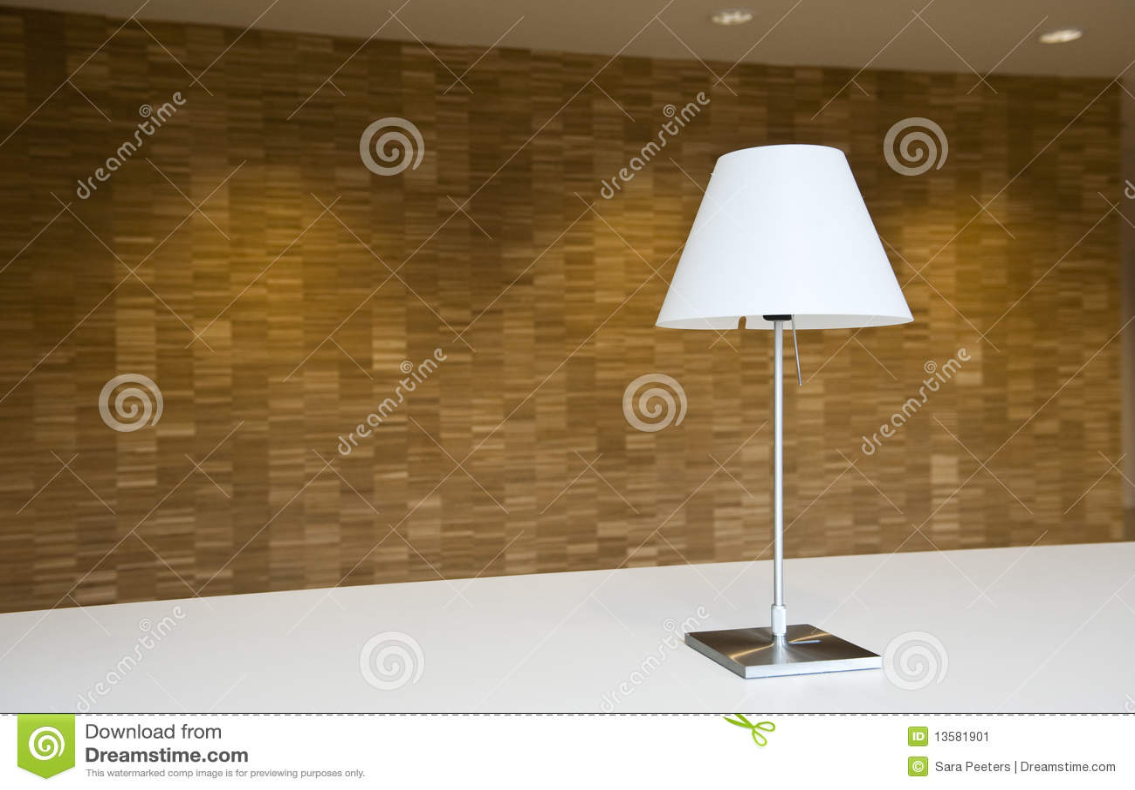 Lampe et mur