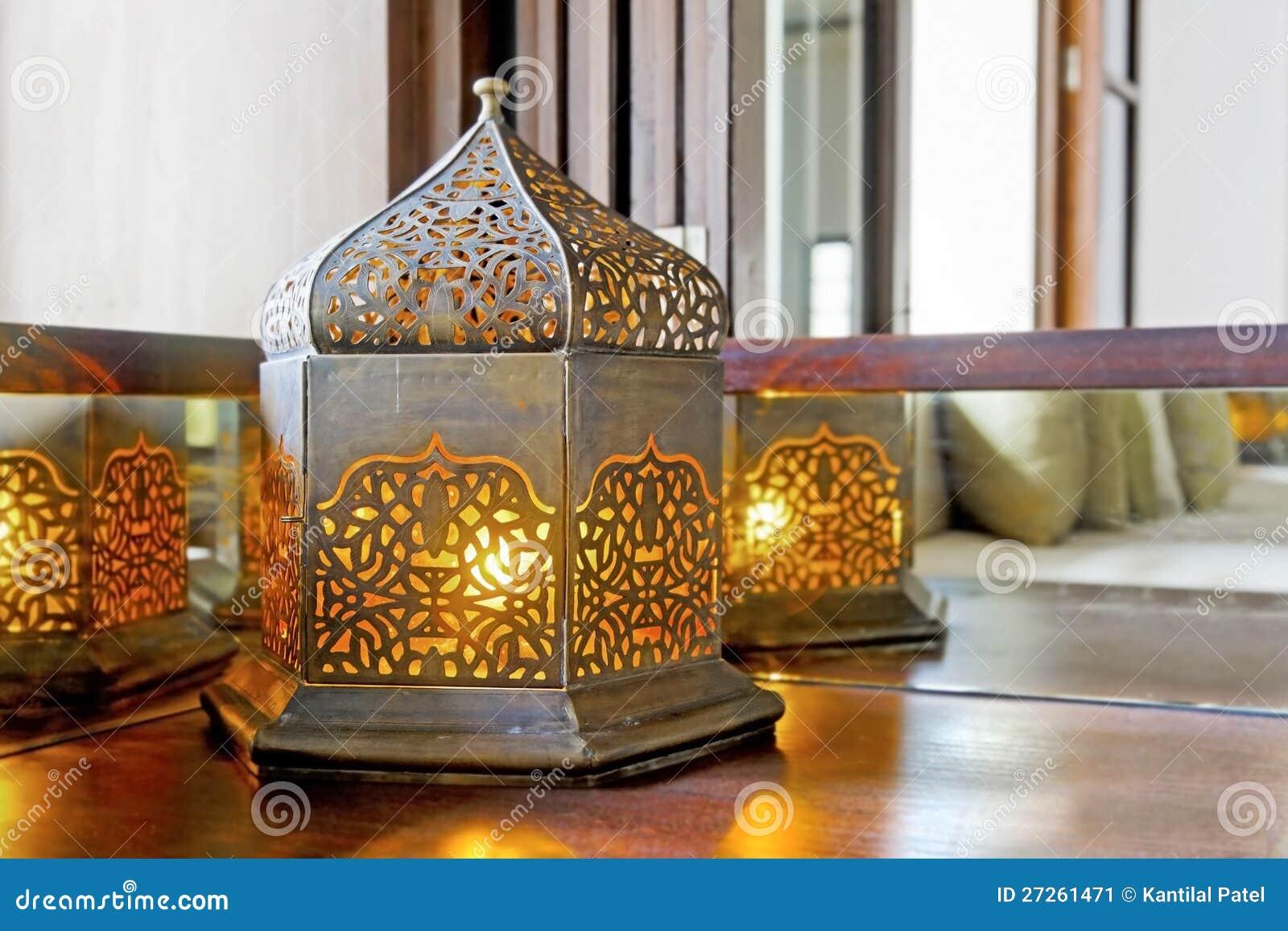 lampe faisante le coin de lanterne d 39 ampoule d 39 l ment image stock image 27261471. Black Bedroom Furniture Sets. Home Design Ideas