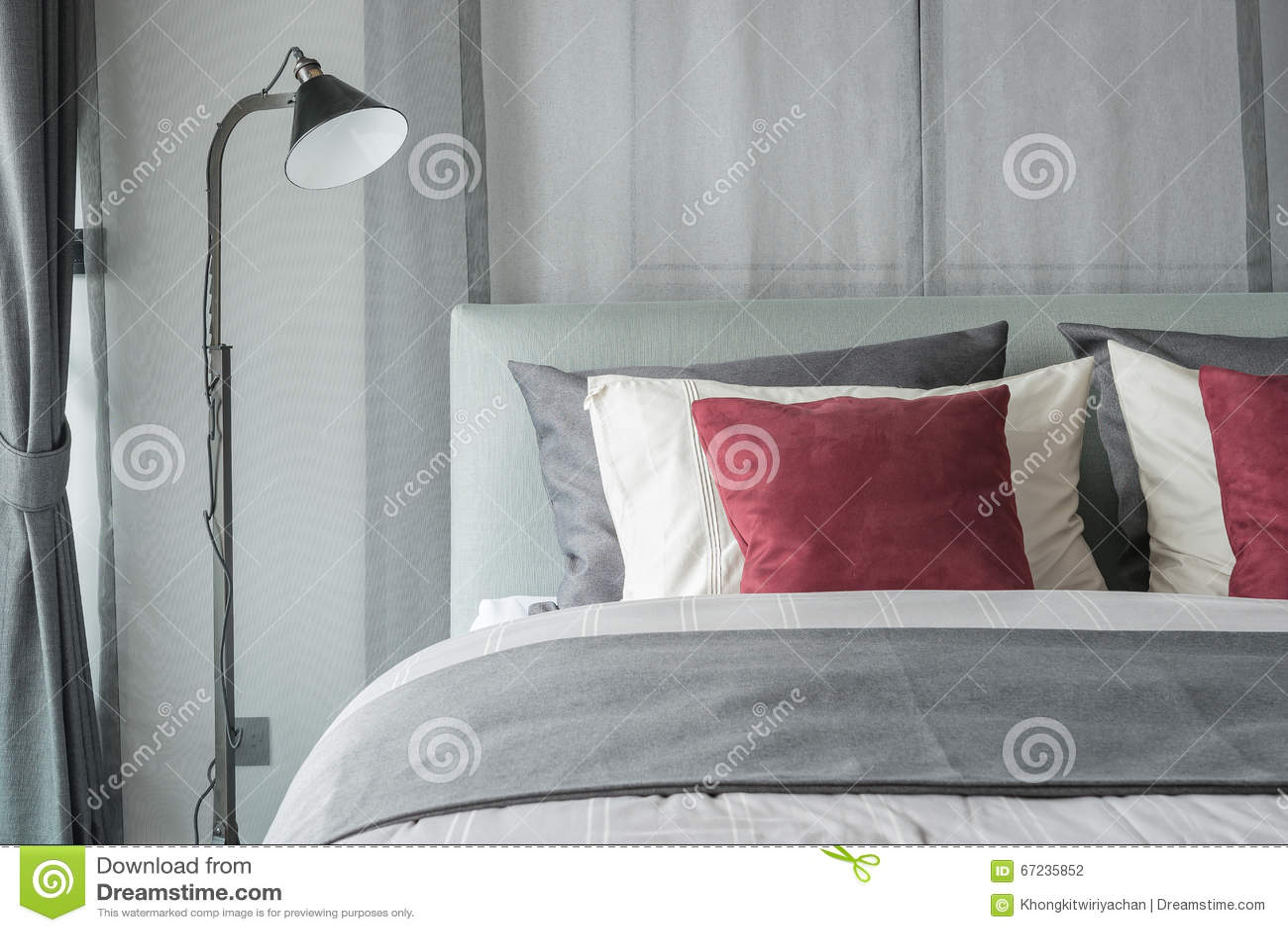 Lampe noire dans la conception moderne de chambre à coucher