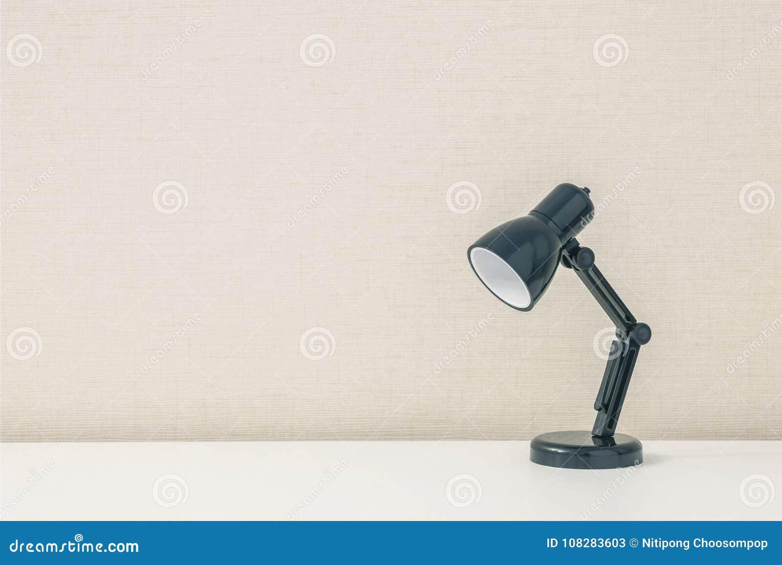 Lampe Bureau Bois Blanc : Lampe de bureau design articulée tony blanche en métal et bois