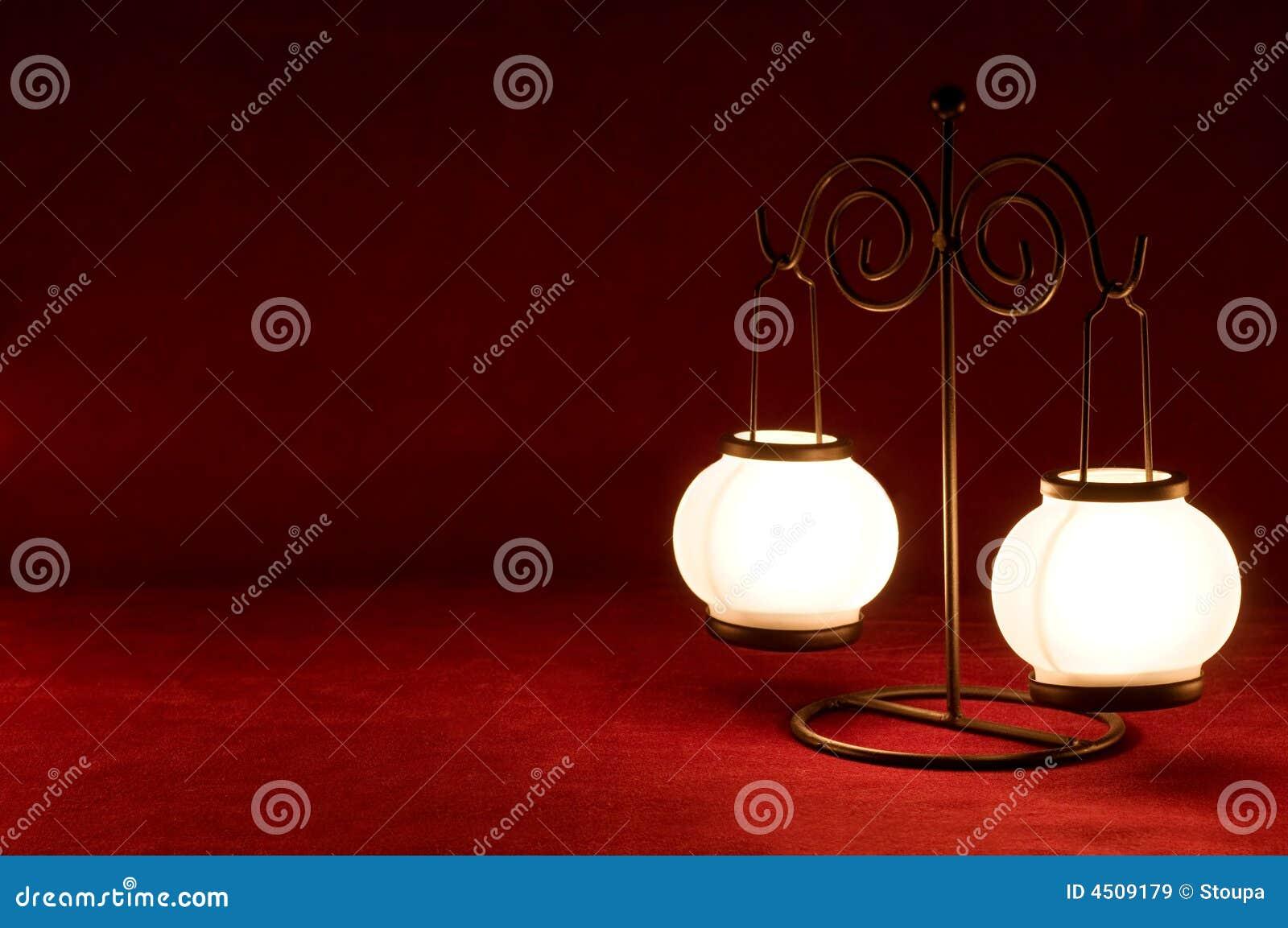 Lampe sur le fond de carmin