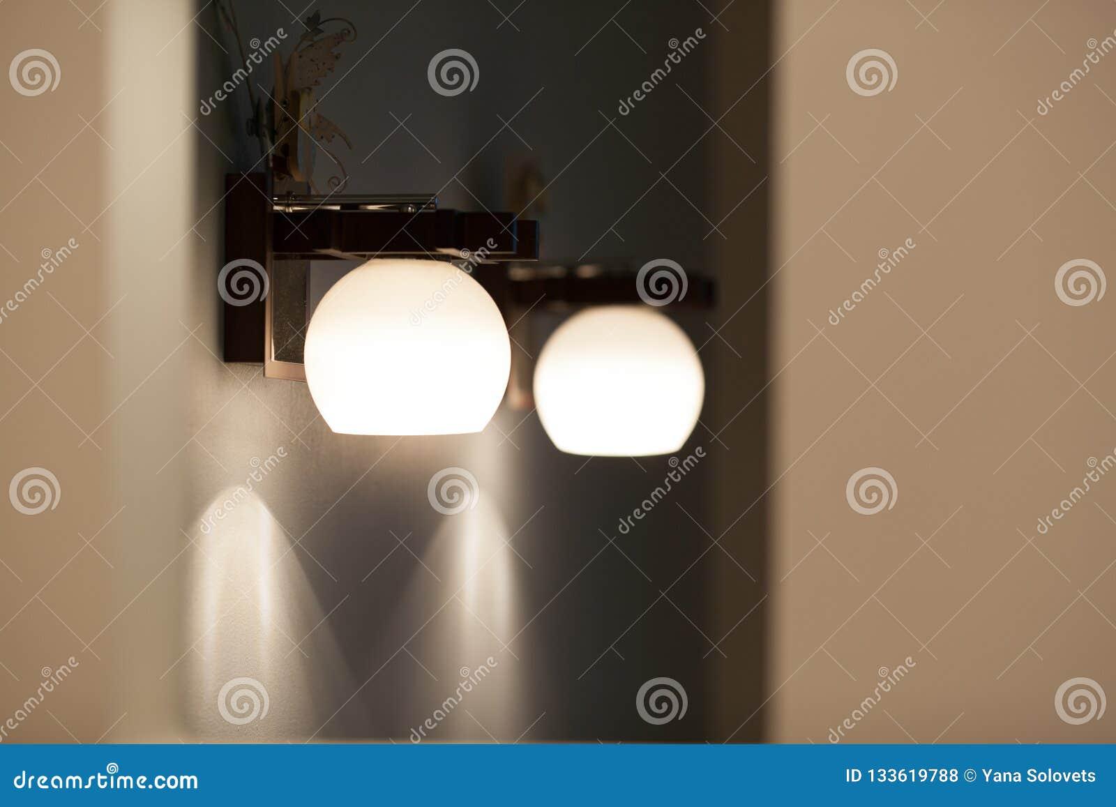 Lampes de mur avec la nuance blanche