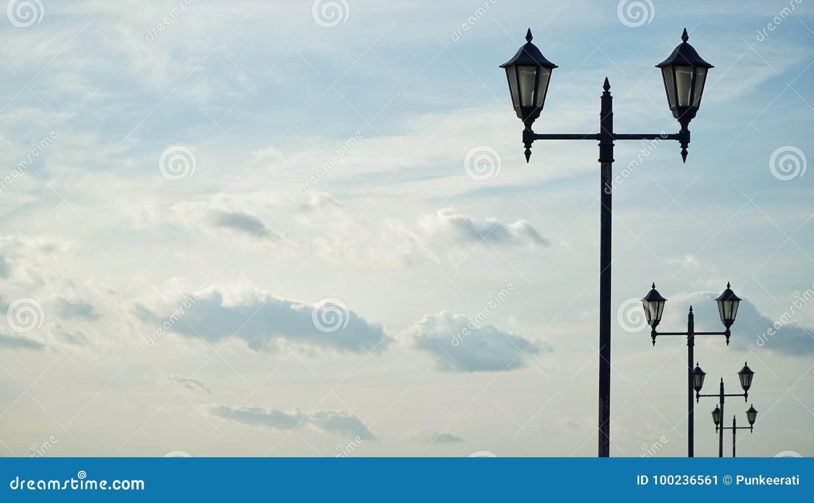 Lamppost I niebo