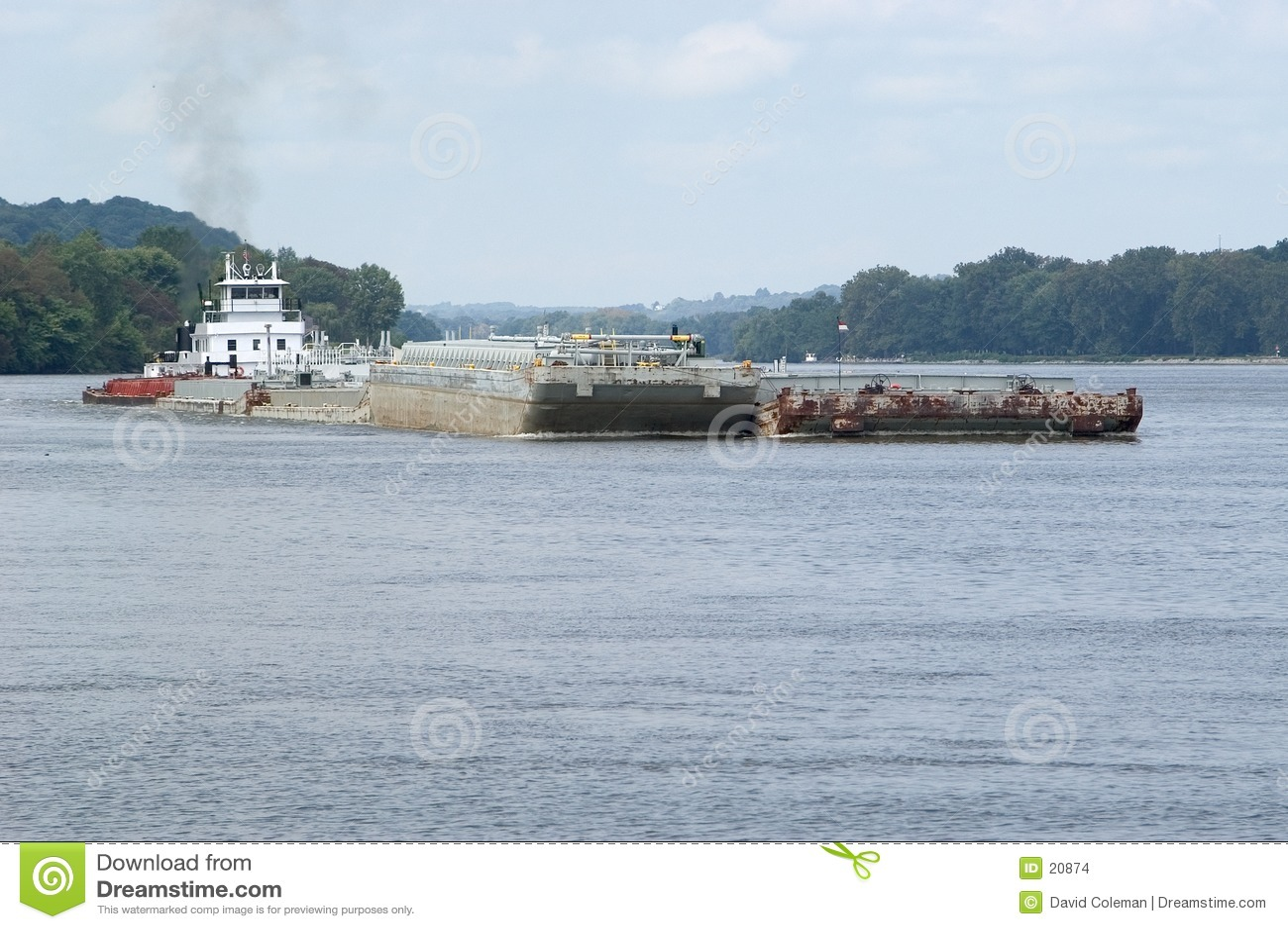 Lancha a remolque en el río de Ohio