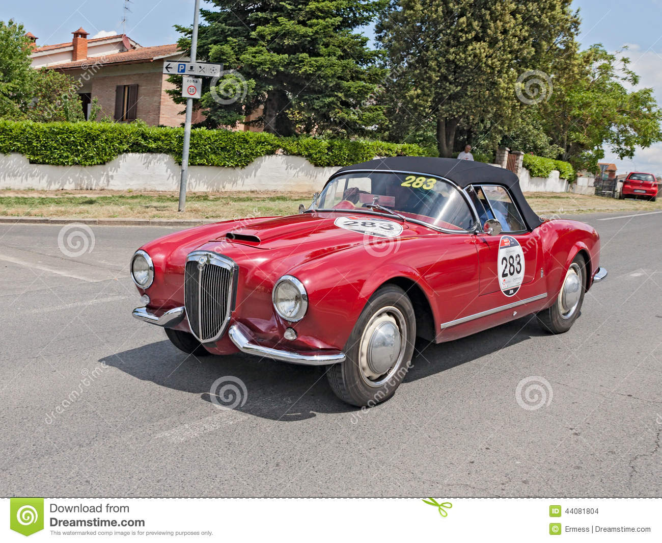 The crew R. Terlizzi D. Catasso on a vintage sports car Lancia Aurelia