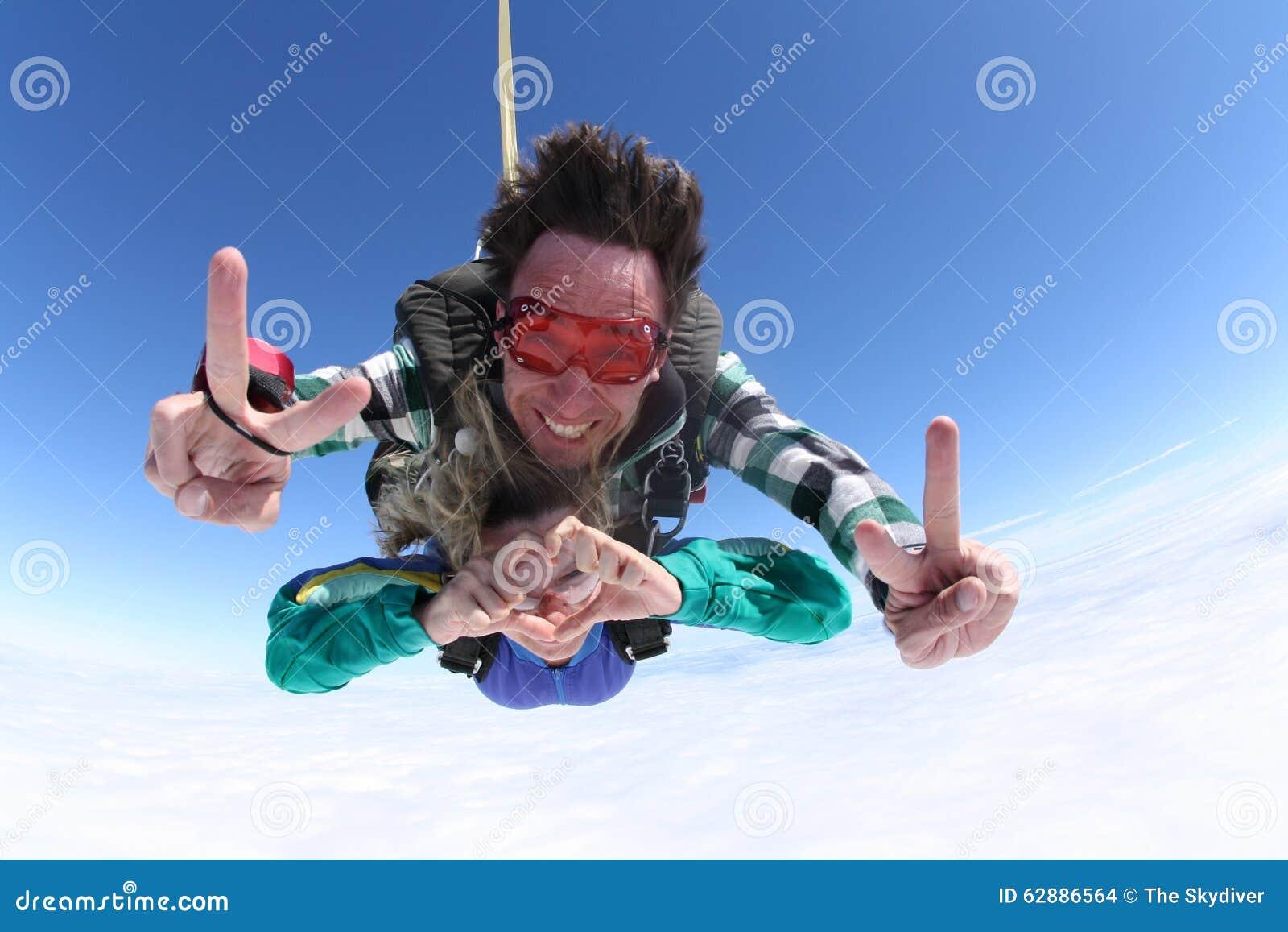 Lanciar in caduta liberasi i segni in tandem