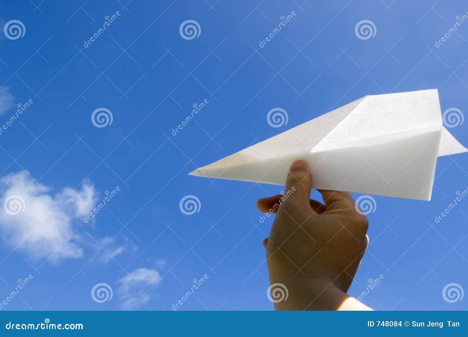 Lancio dell aeroplano di carta