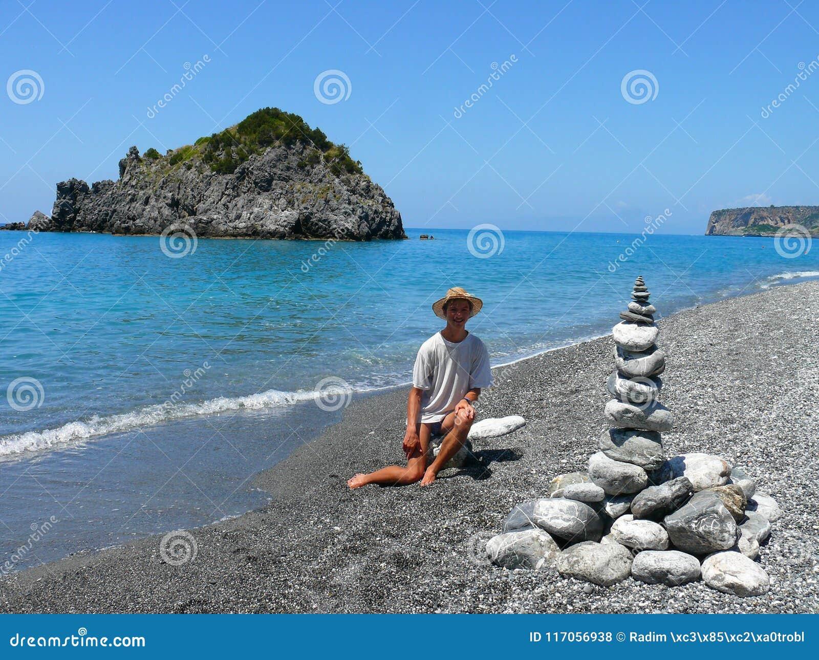 Land-Kunst auf kalabrischem Strand