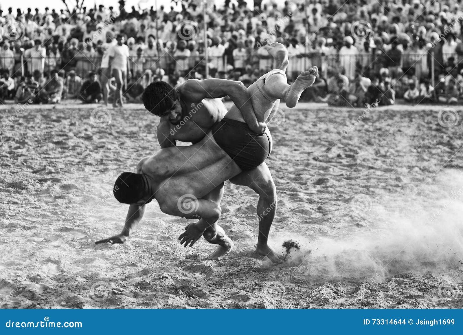 Landelijke het worstelen sportengelijke in Punjab India