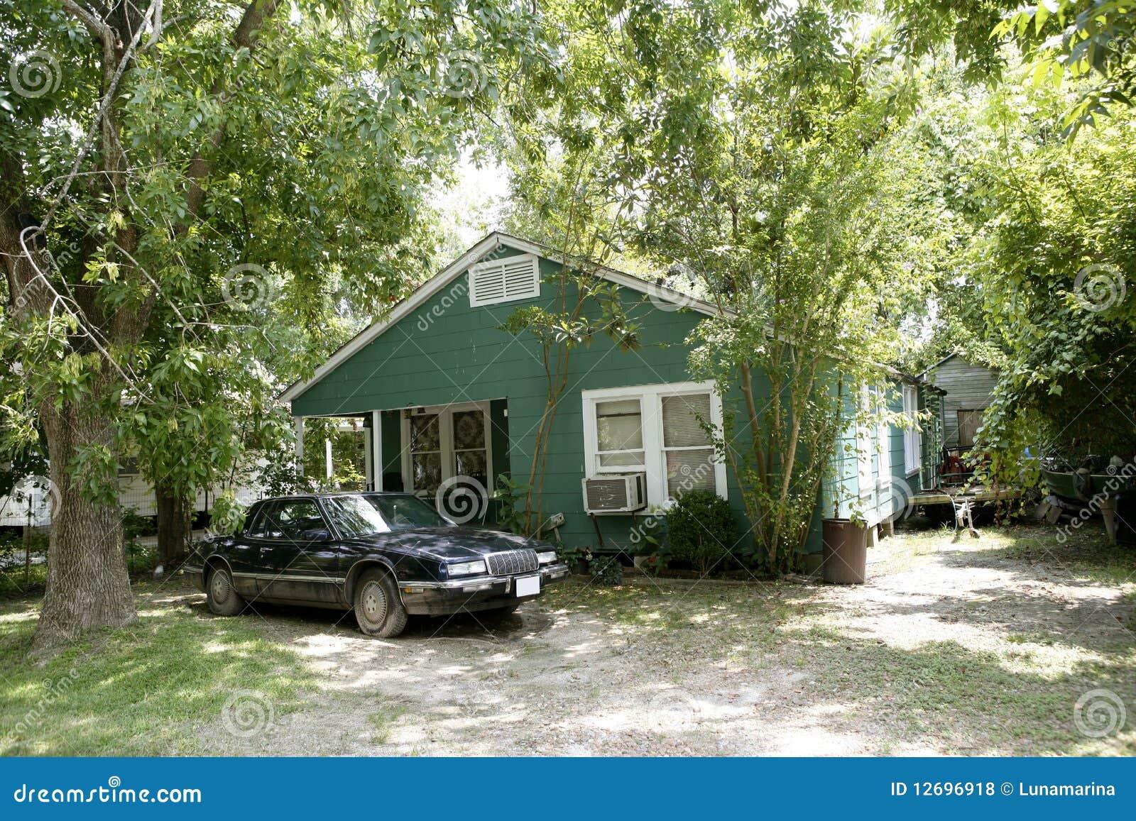 Landhäuser in Texas mit Bäumen